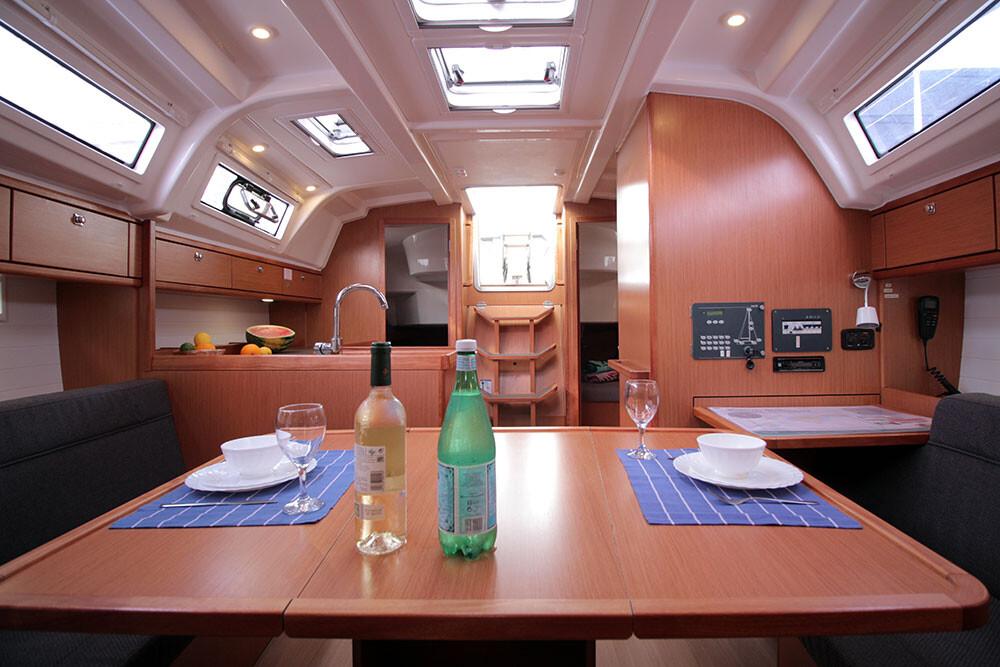 Bavaria Cruiser 37, Black Pearl